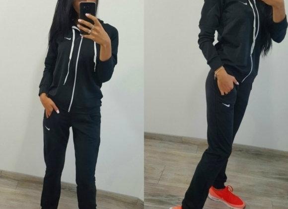 Nike sieviešu sporta tērps