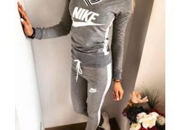 Sieviešu Nike sporta tērps