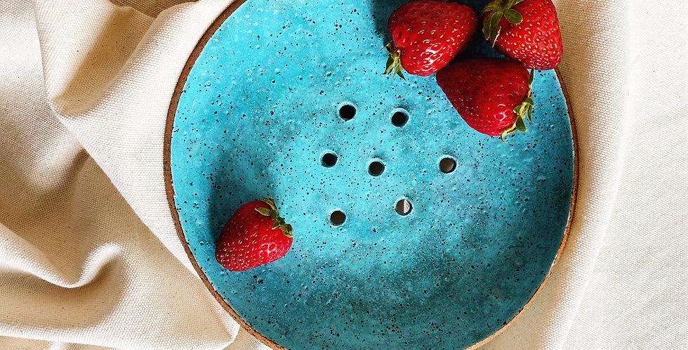 Garden-to-Table Colander in turquoise