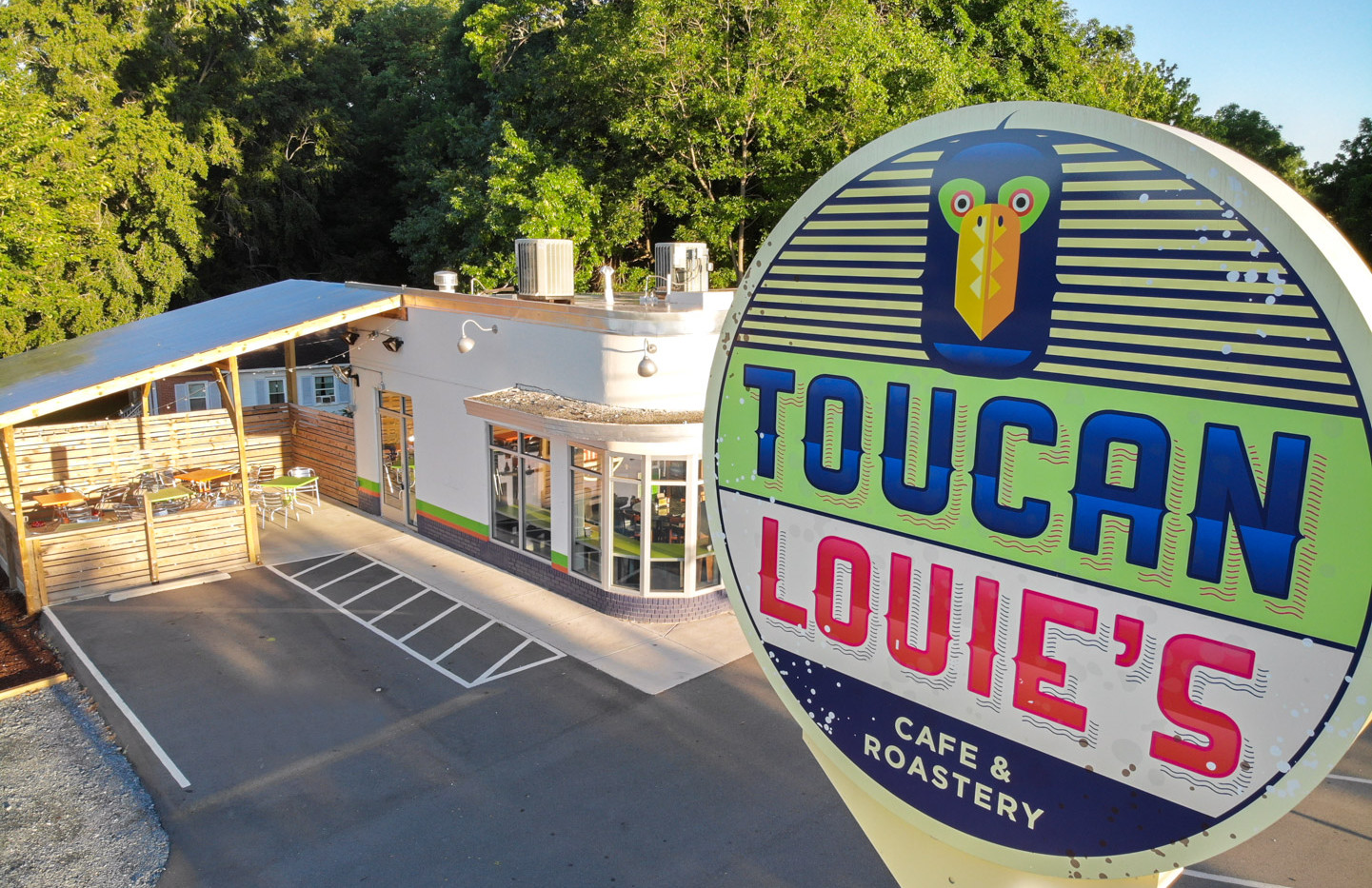 Toucan Louie's Exterior