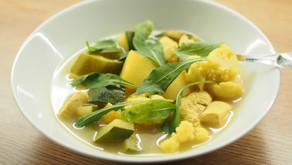 Ravistamo kokkaa: Kolmen koon keitto - kesäkurpitsaa, kukkakaalia ja kanaa