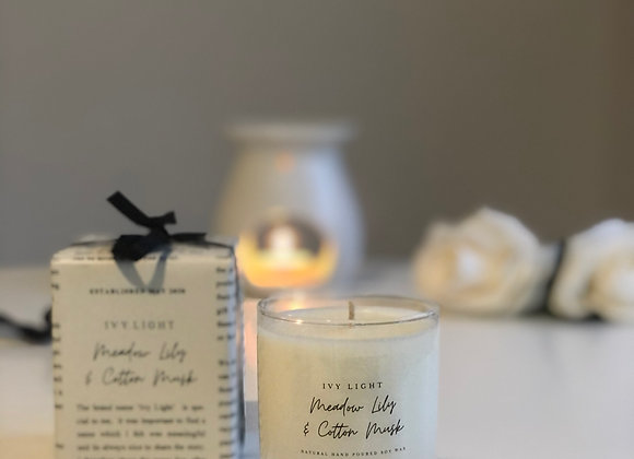 Ivy Light Candle in Meadow Lily & Cotton Musk