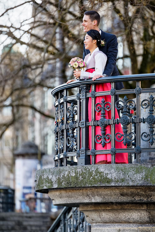 verliebt, natürliche Fotografie, Hochzeitsfoto, Hochzeitspaar, Hochzeitskleid, Paarfotografie, Winterhochzeit, natürliche Fotografie, Hochzeitsfotograf Mario Carol