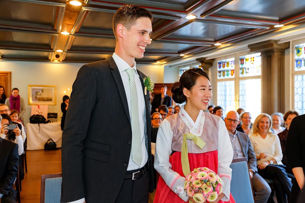 Standesamt, Zunft zur Waag, Trauung, Ja-Wort, Hochzeitsfotografie, Brautpaar, Fotograf Mario Carol, Hochzeitsgäste