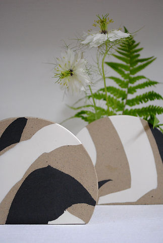 Minimal Pottery Vases in Black and White, for fresh and dried flowers