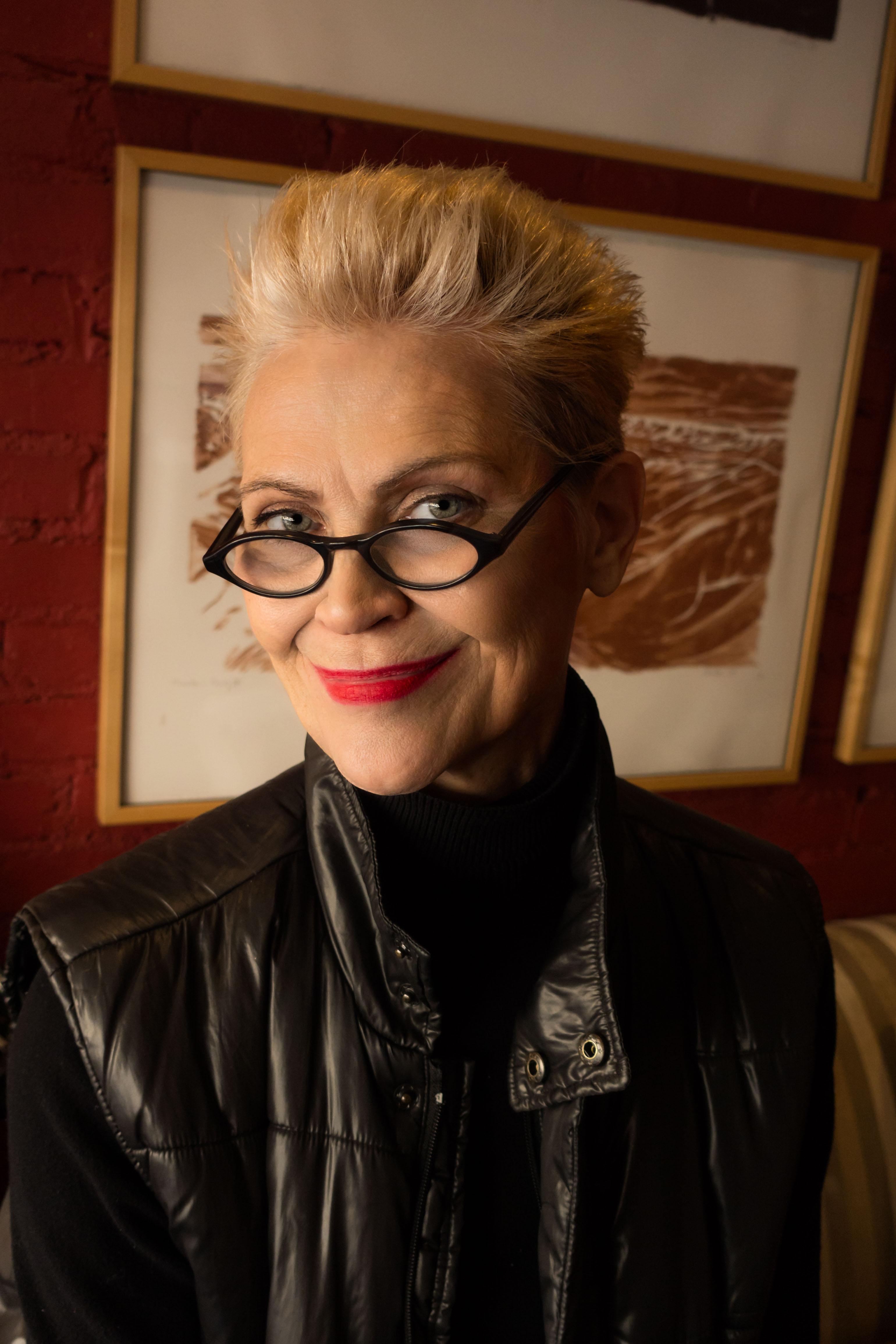 Jennifer Snowdon - Makeup     Artist