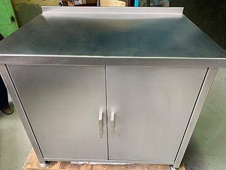 Фото шкафчика из нержавеющей стали спереди