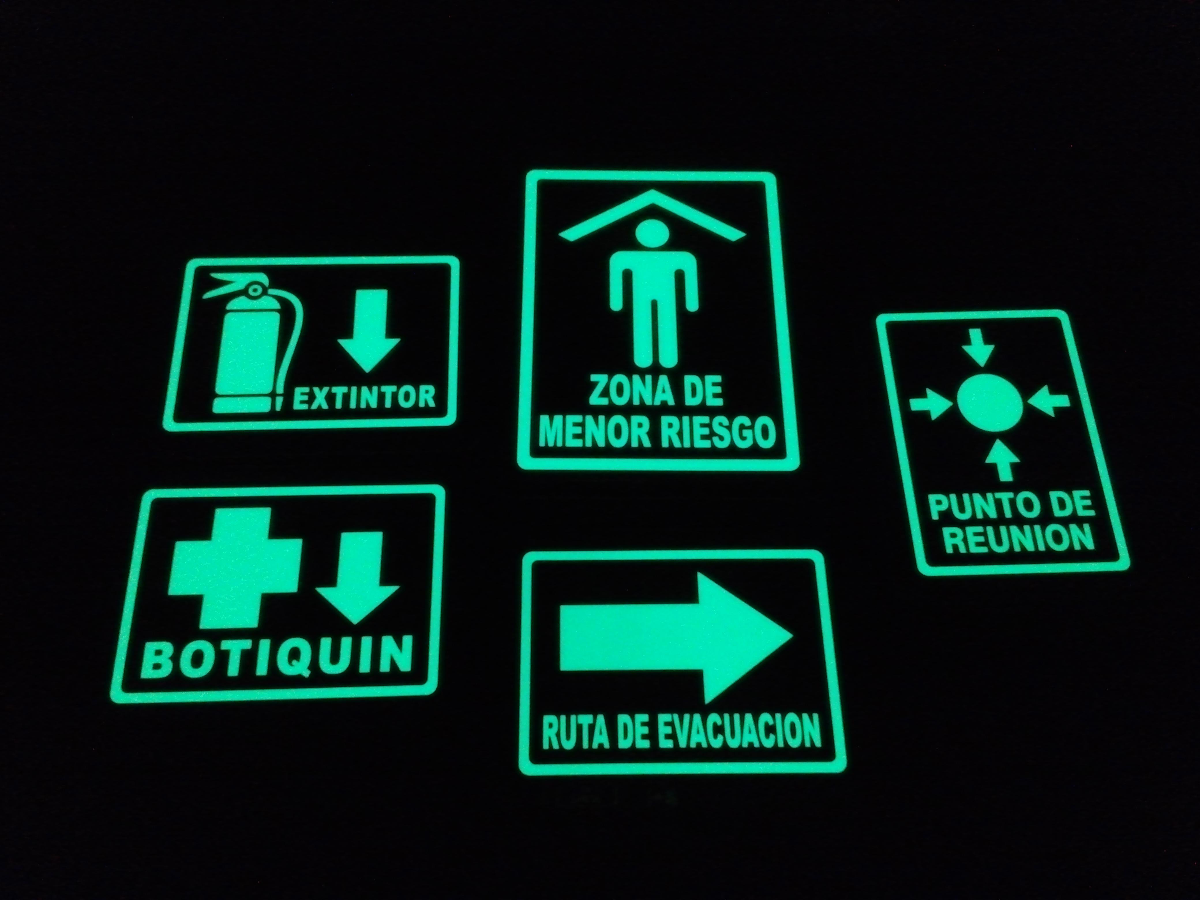Señalamientos con vinil fotolumini