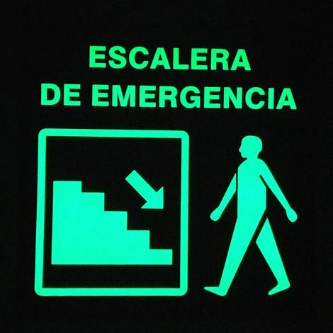 Escalera de Emergencia Izquierda Foto luminiscente