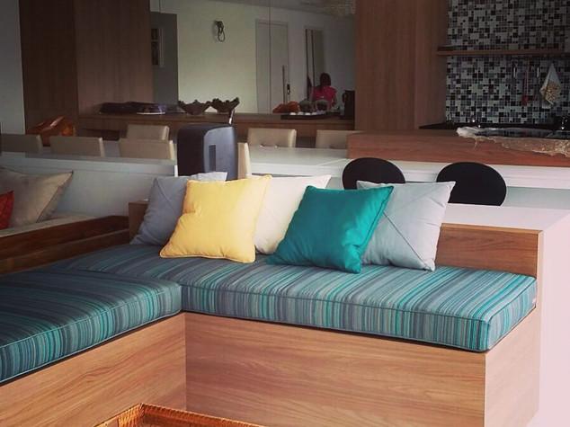 Sofa Estofado Casavestida e Base em Made