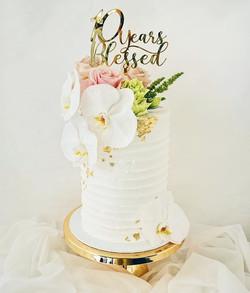 Classic is classy ✨ Happy 10th wedding a