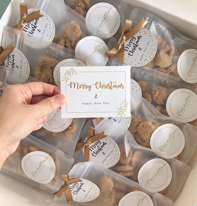 Sending out these shortbread packs 💛 Wouldn't it be sweet to found this in front of your door__..