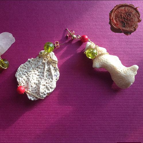 Bajo el Cielo del Sur. Earrings. Labradorite, Olive Quartz, Coral