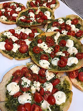 caprese pizza.jpg