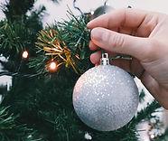 Luces del árbol de navidad y el ornament