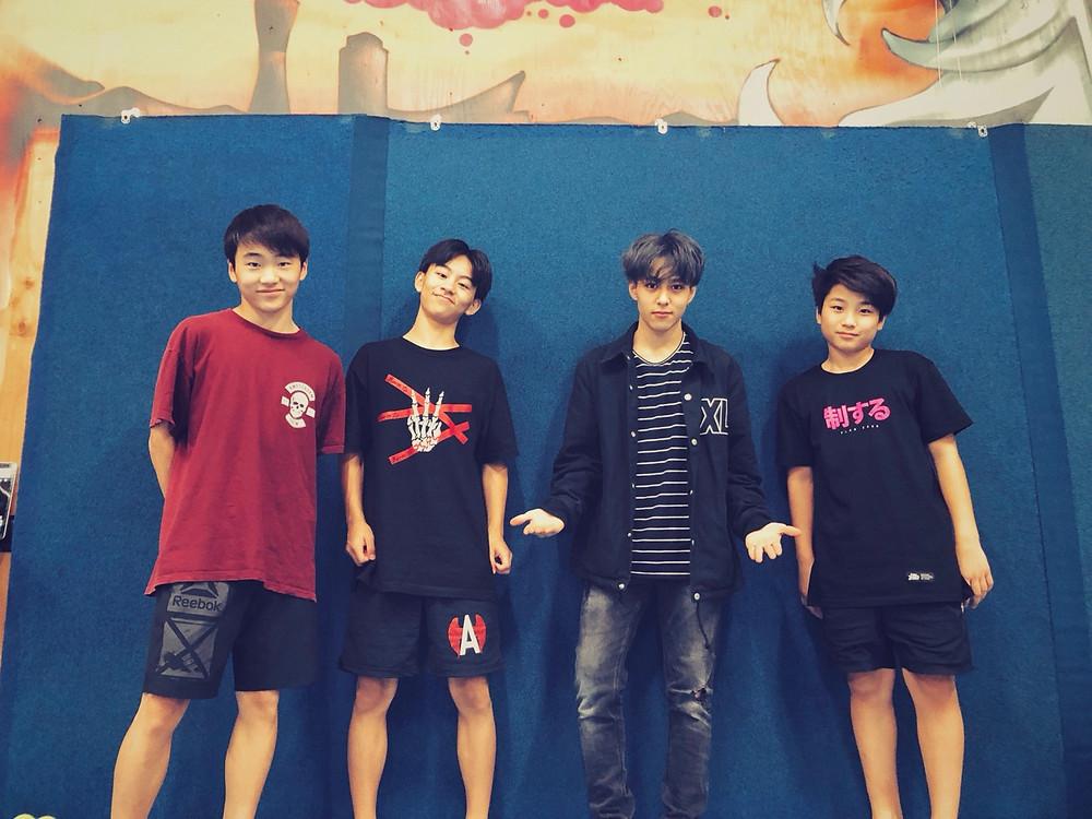monsterpkのseiとタンドラのshoesi,zen,jinの記念写真