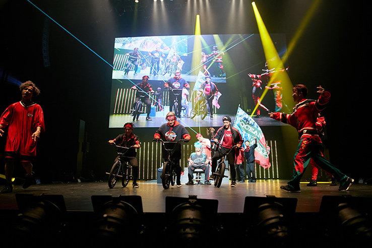 BMXライダーのダニエル率いるBMX集団