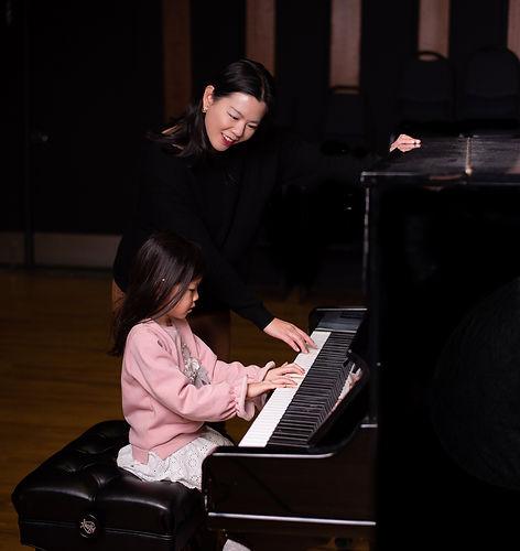 Piano Lesson_Esther's Piano Explorers_Piano Teacher_Grande Prairie_edited.jpg