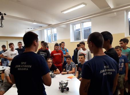 Какво се случи през Ден 2 на Летния курс по Лего роботика за начинаещи?