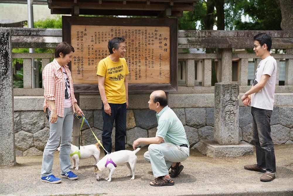 ラムとマリアを連れて訪問 老松神社前