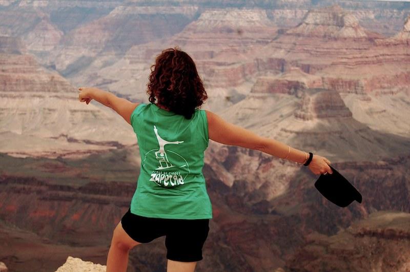 Babeth montre la voie au Grd Canyon