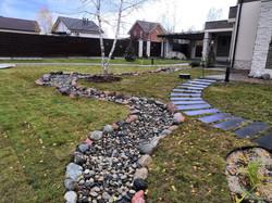 Дизайн придомовой территории осенью