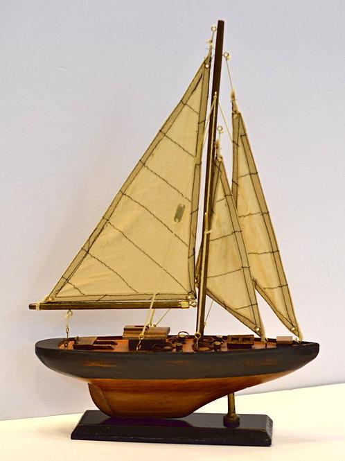 Barco em madeira c/ vela