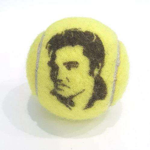 Elvis Presley Tennisballselfie