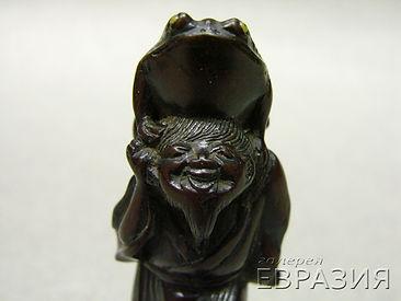 Люхай с жабой на голове