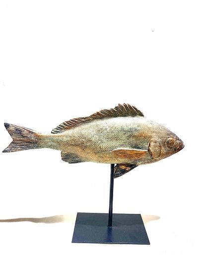 Escultura Peixe no Pedestal