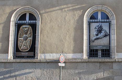 Panneau sur mur extérieur musée des Beaux-Arts de Rennes