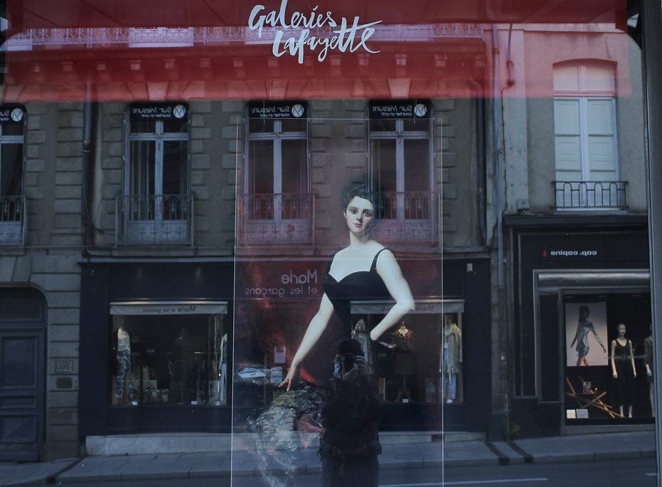 Photo vitrine Galeries Lafayette parcours Et si on parlait d'Art Musée des Beaux Arts de Rennes