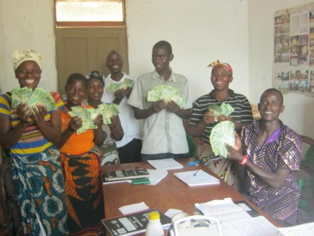 New entrepreneurs ready to start their small businesses in Malawi, with the help of a SIA grant.