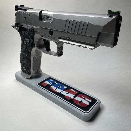 FU46 American Flag Pistol Stand
