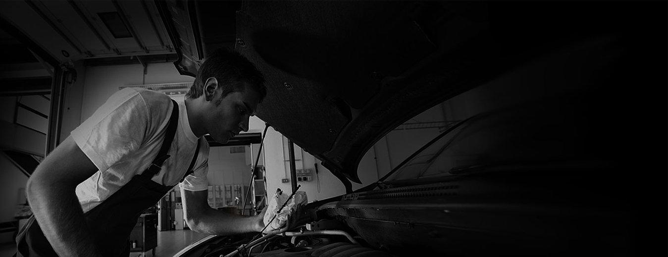 Expert mechanic repair.jpg