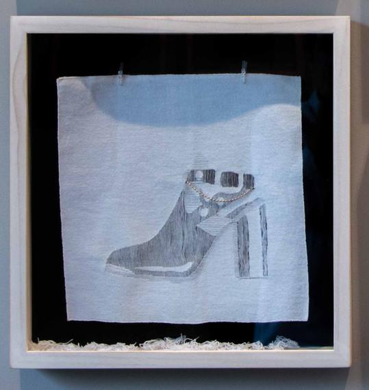 De la serie El Hilo De La Moda. Zapato 1.990.