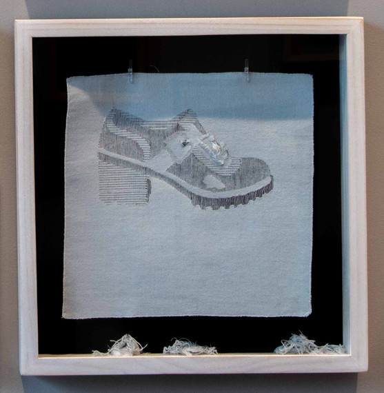 De la serie El Hilo De La Moda. Zapato 2.000.