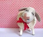 """עיסת נייר - פסל כבשה ע""""י איילת רז בסטודיו של מיה לנדאו"""
