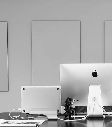 shapeshift team desks in white and black