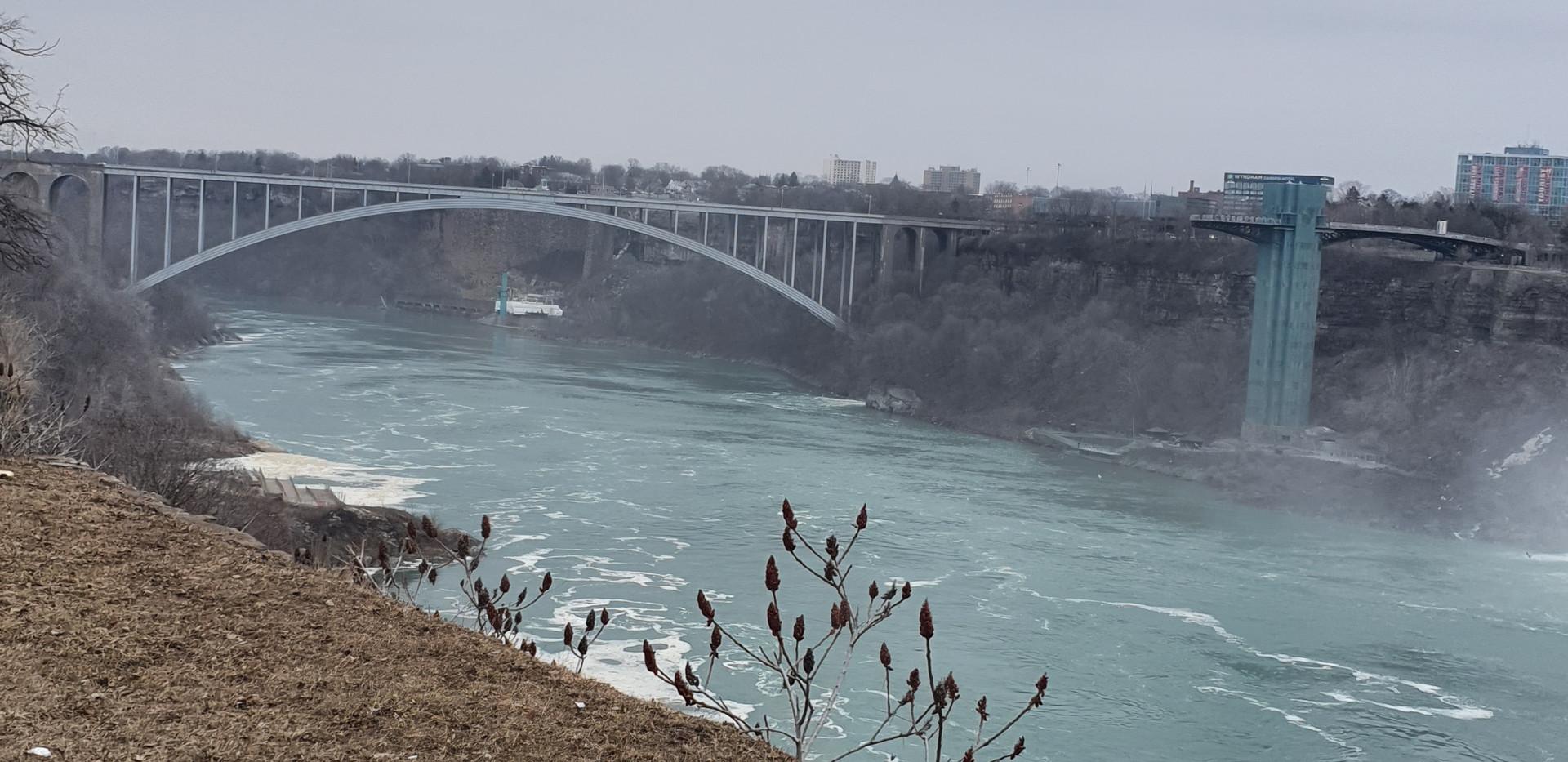 Rainbow International Bridge, que liga o Canadá aos Estados Unidos