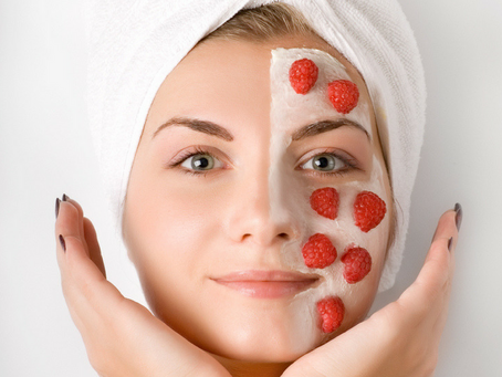 How to make a natural facial mask with berries