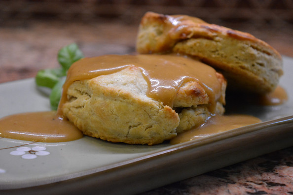 Low FODMAP Biscuits with Vegetarian Gravy