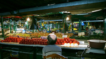 Doha Photographer at the market (1).jpg