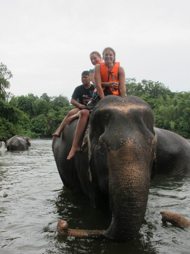Accompagnatraice dans la forêt de Thailande