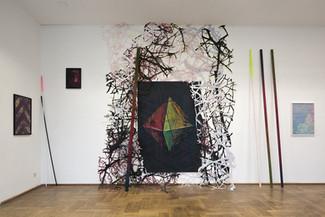 Ausstellungsansicht  Installation aus Bild, Scherenschnitt und Objekt insgesamt ca. 450 x 900cm Galerie Parterre 2016