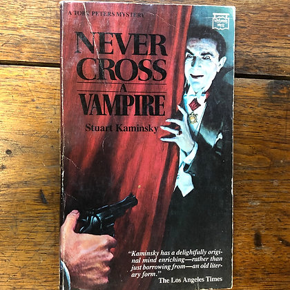 Kaminsky, Stuart - Never Cross a Vampire paperback