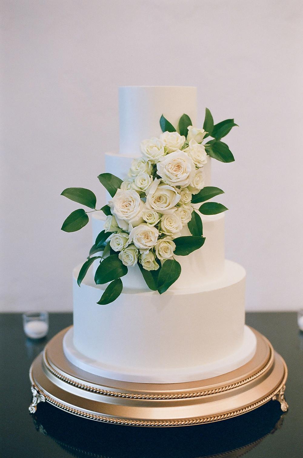 Colorado Mountain Wedding. Classic white and green wedding. Vail Colorado Weddings. Katy Pierson Cake.