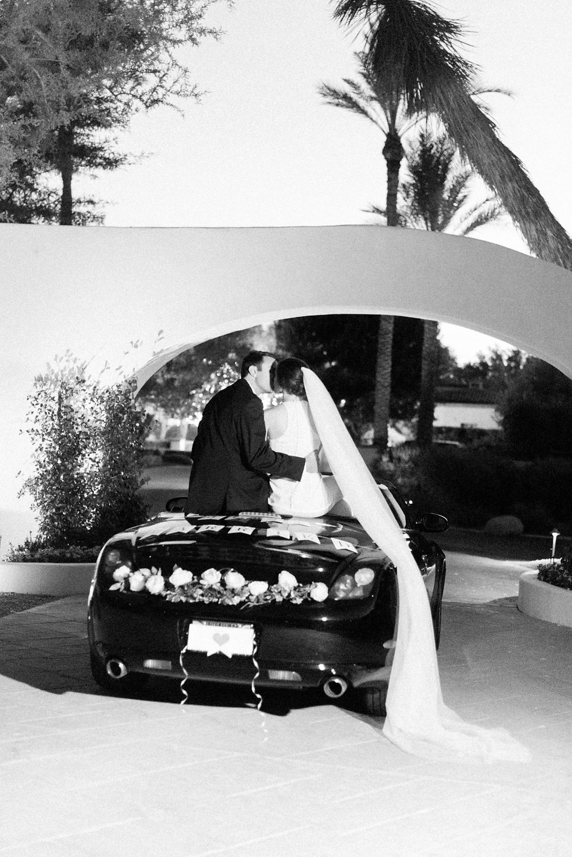 Elegant Scottsdale, AZ elopement. Colorful desert micro-wedding for two lovebirds.