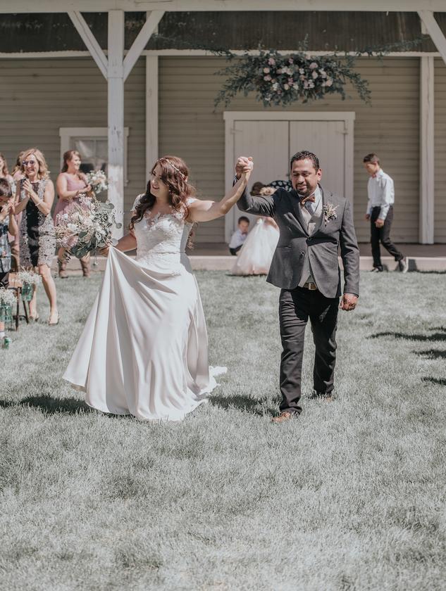 Rustic Colorado Wedding. Eagle Brush Creek Pavilion Wedding.