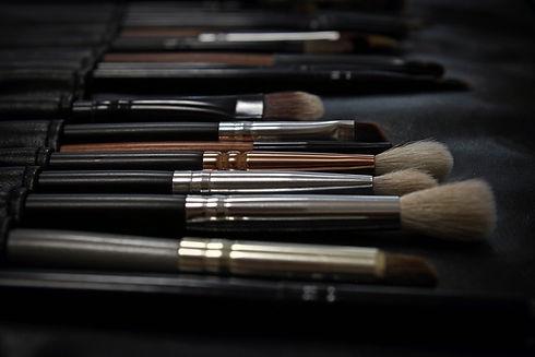 makeup-2676392.jpg
